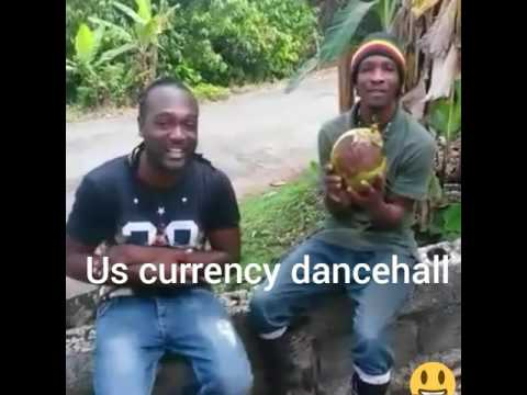 JAMAICAN MAN PEEL COCONUT WITH HIS TEETH