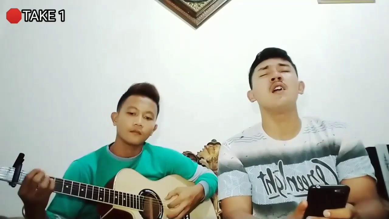 Menua Bersama ~Tri suaka (Cover) by Erwan Mahendra ft. Alief Satria