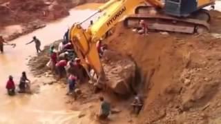 Escavadeira Hidráulica Trabalhando no Garimpo de Serra Pelada   Risco de Acidente com morte    YouTu