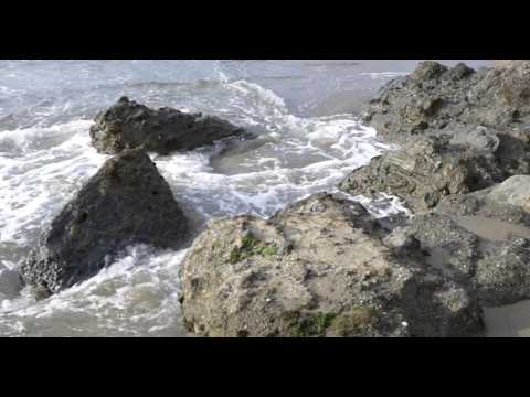 Relaxing waves crashing against rocks | 1 hour HD video for sleep