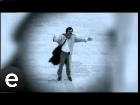 Garipler (Müslüm Gürses) Official Music Video #garipler #müslümgürses - Esen Müzik