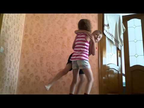 Голые маленькие девочки в душе (видео из фильма)
