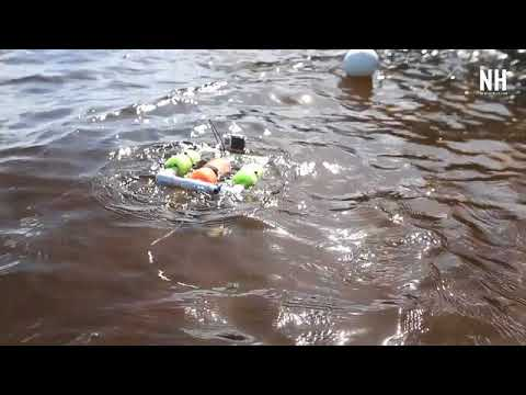 Students explore bay with underwater robots