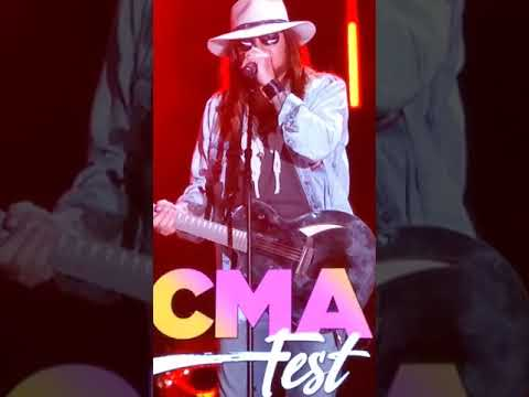 """CRob - Lil Nas X, Billy Ray Cyrus & Keith Urban Sing """"Old Town Road at CMA Fest"""
