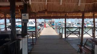 CATMANIA velea en la Bahia de Cancún hacia Isla Mujeres en Catamaran