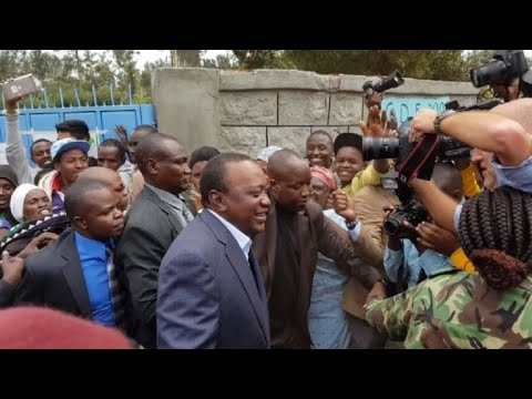 Kenya's President Kenyatta casts his vote in tight elections
