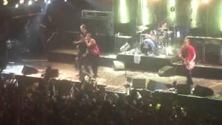 Die Toten Hosen junto a C.J. Ramone -  Blitzkrieg bop (Buenos Aires 2012)