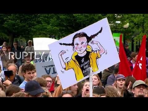Sweden: 'Our politicians have betrayed us' - Thunberg on climate change