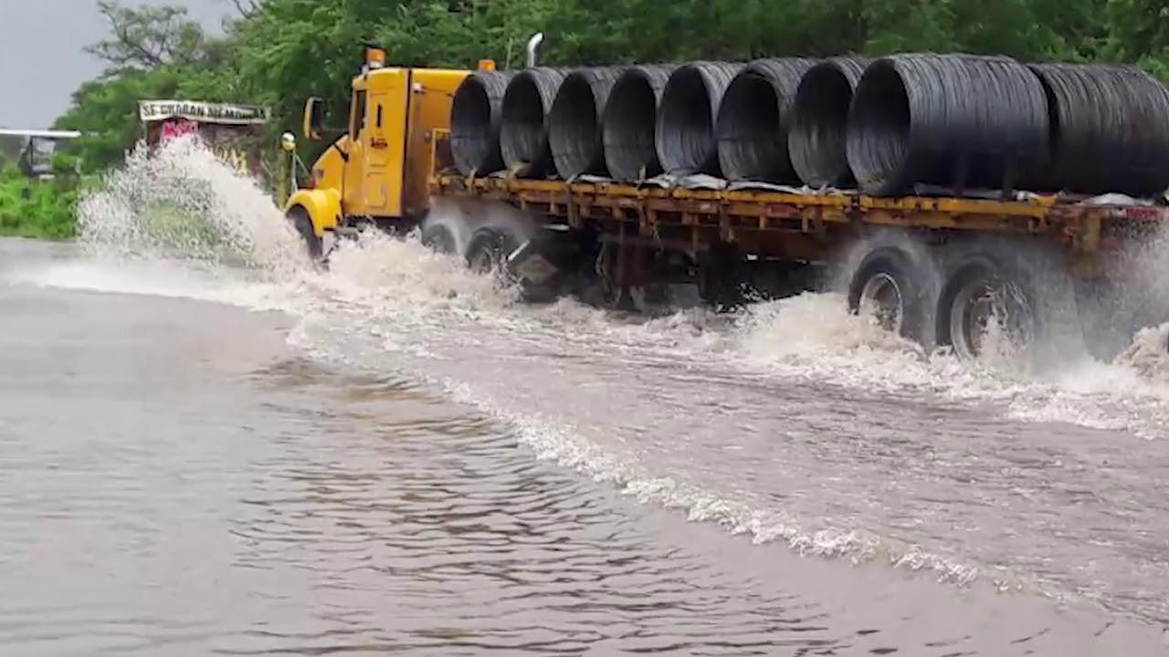 Crece Rio Acalpican De Lc Y Caen Arboles Por Onda Tropical Numero