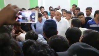 احباب الشهيد حسين نعيم الكيم سهرو الليل حتى يرمون بأنفسهم على جثمانه