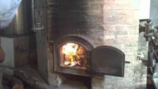 El encendido del alambique en la destileria de Julian Segarra