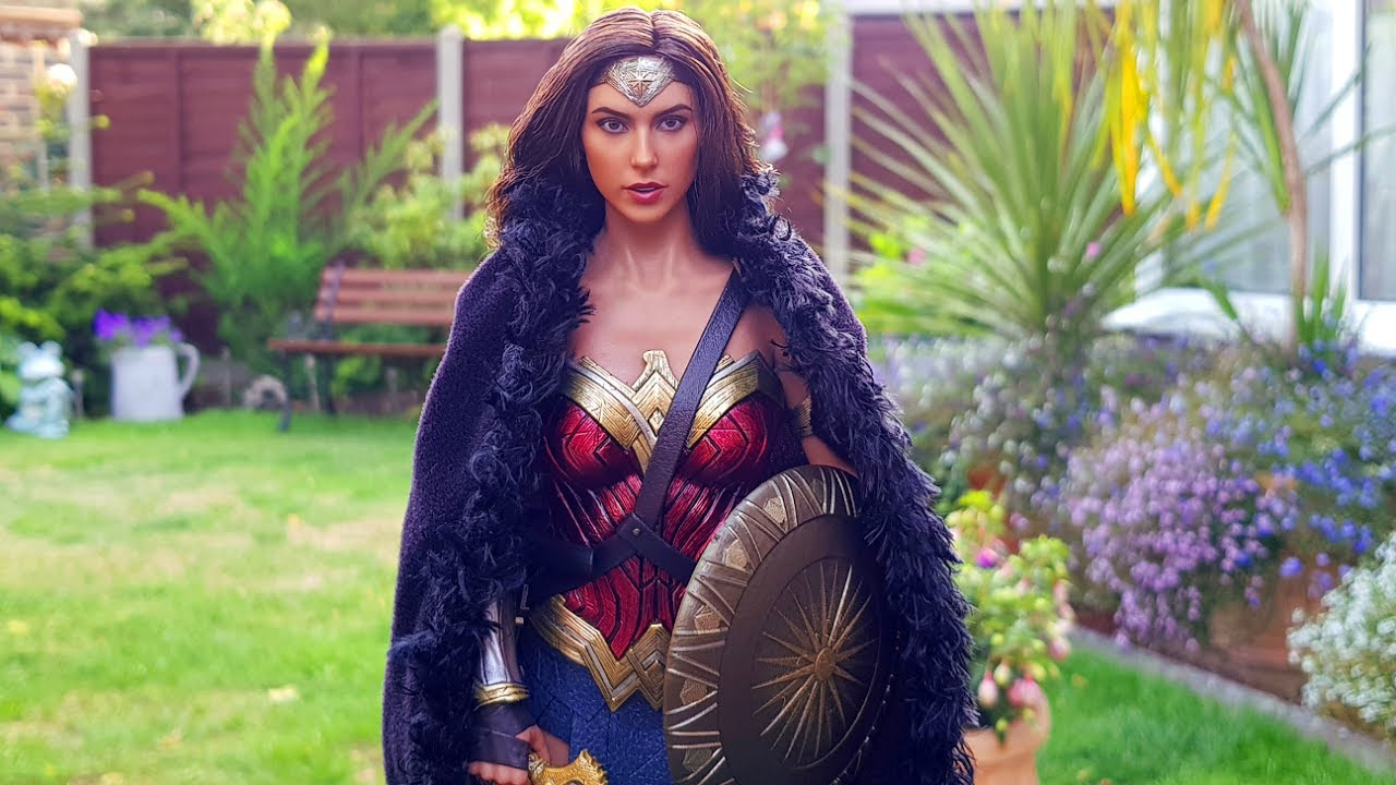 Hot Toys Wonder Woman With Barbie Cloak Sword Shield Youtube