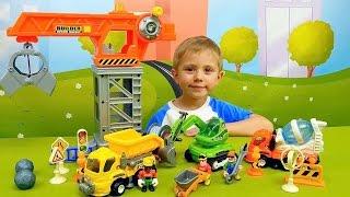 Рабочие машинки с краном для детей. Играем с Даником в строителей и строим гараж для машин(Рабочие машинки и башенный кран для детей в детском наборе маленького строителя будут центром внимания..., 2015-12-25T11:19:05.000Z)