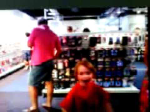 Little girl cought on webcam @ fnac store, athens, greece