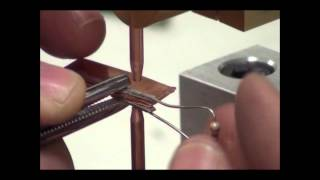 Контактная сварка ножек терморезистора(Микросварка. Контактная сварка ножек терморезистора. Используется аппарат для точечной сварки емкостным..., 2012-09-12T17:50:36.000Z)