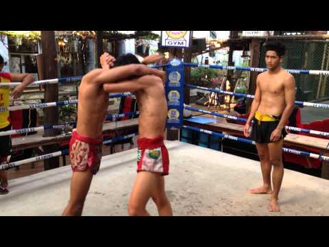 muay thai clinch training at 13coins gym thailand -1
