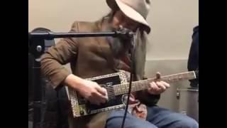 Lazer Lloyd Fires Up Morgan's Garage Guitars Hot New Cigar Box