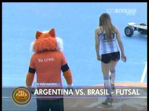y Chica Argentina Haciendo Jueguitos Con tacones