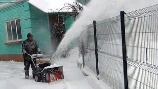 видео Продажа снегоуборочной техники для загородного дома