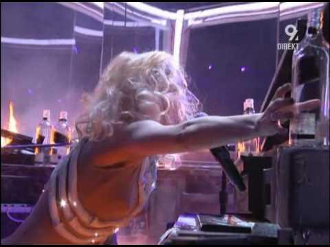 Lady GaGa - Speechless (Live AMA 2009).avi