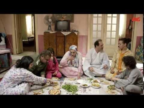 أقوى مشهد كوميدي من مسلسل بين السرايات الحلقة الأولى - عيلة كاملة بتخبي الأكل من بعض بطريقة كوميدية motarjam