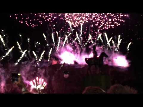 Crazy Hogmanay Fireworks! Amazing over Edinburgh Castle, Scotland 2015 / 2016 - Inspiredbymaps.com