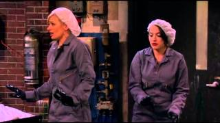 2 Broke Girls Dyeing room