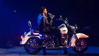 Queen + Adam Lambert - Bicycle Race / Fat Bottomed Girls - Forum LA 07/19/19