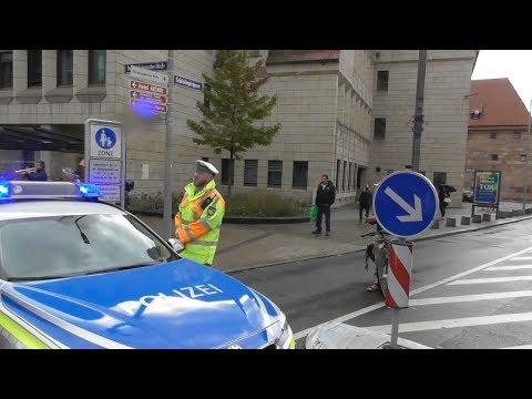 Polizist singt die deutsche Nationalhymne bei Pegida Nürnberg mit