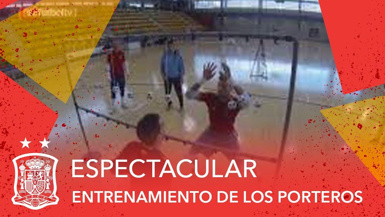 Espectacular entrenamiento de los porteros de la selecci n for Federacion espanola de futbol sala