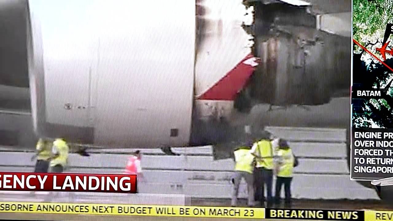 MUST SEE!!! Qantas QF32 Emergency Landing Engine Failure ...