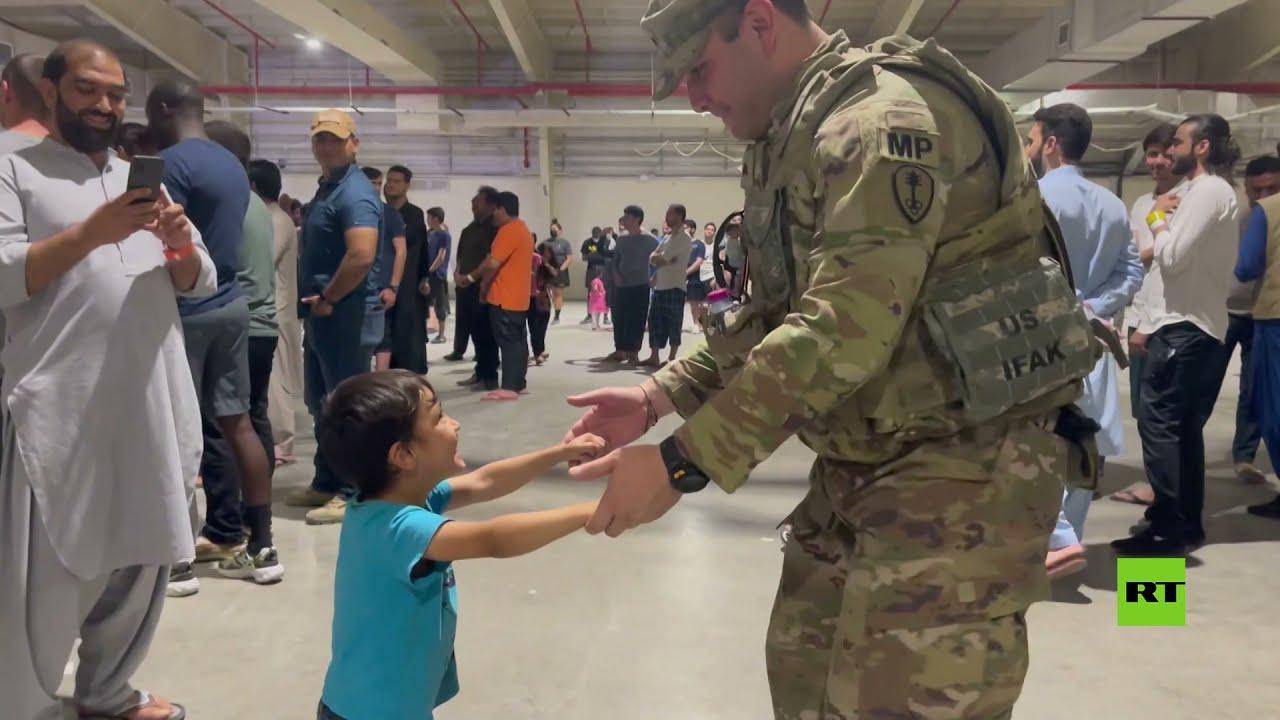 عرض موسيقي بمشاركة لاجئين أفغان وجنود أمريكيين بمعسكر السيلية في قطر  - 19:55-2021 / 10 / 13