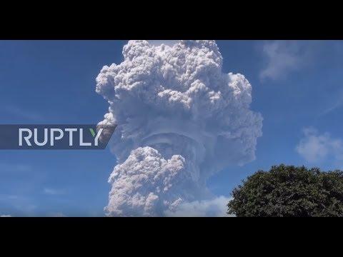 Indonesia: Mount Sinabung volcano erupts ash mushroom cloud