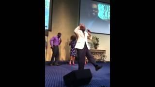 Pastor Reginald DeVaughn sings with Kurt Carr