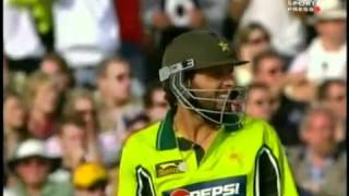 Shahid Afridi longest six 250 metars
