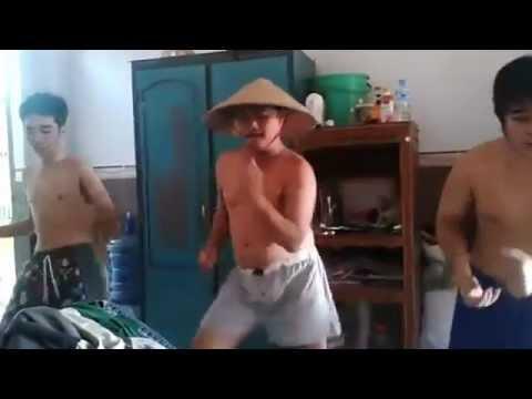 [Cực hot] Ba bố con nhảy Gangnam style tặng mẹ ngày 8-3
