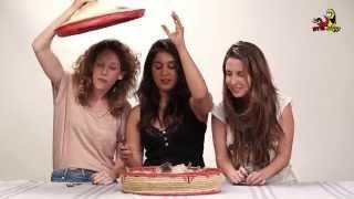 ישראלים טועמים אוכל אתיופי בפעם הראשונה