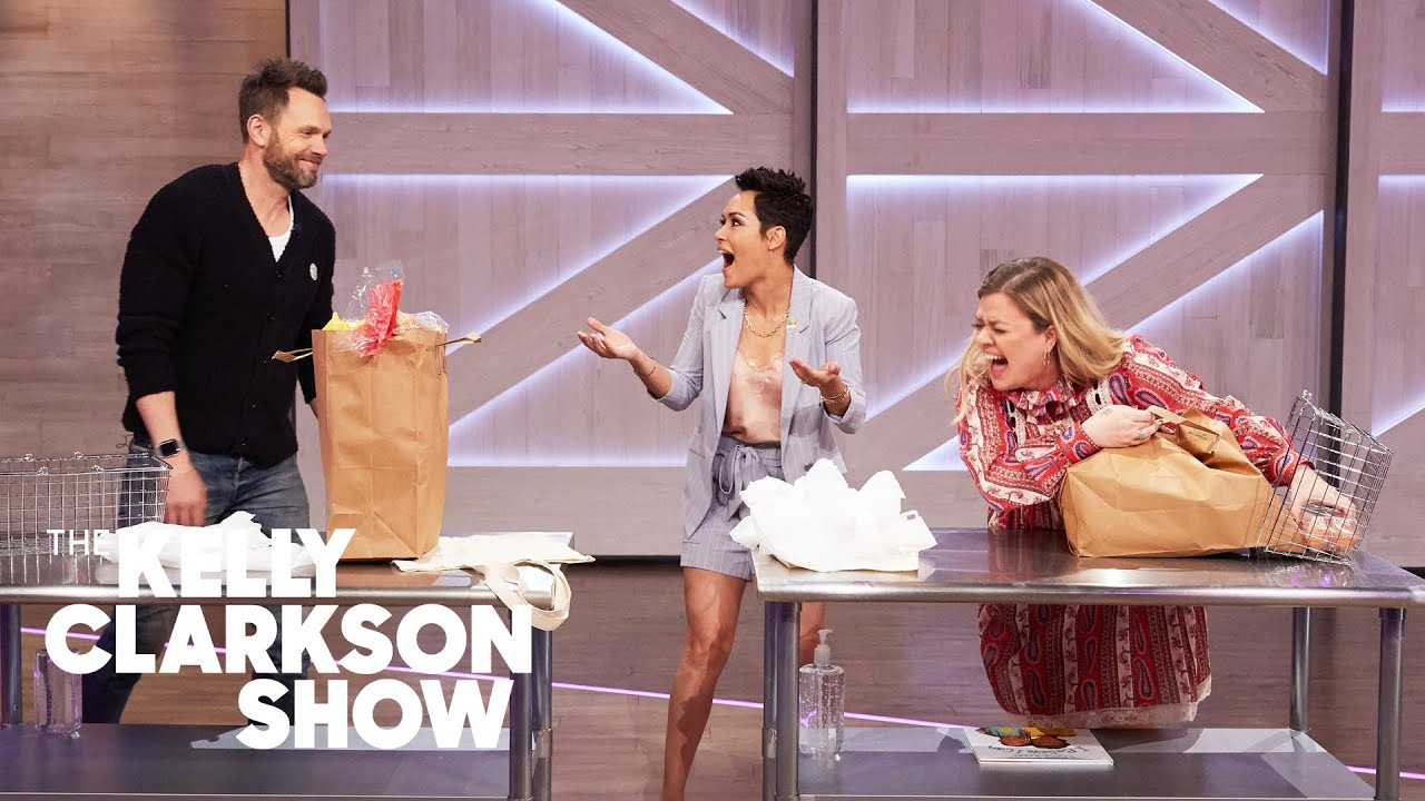 Download Joel McHale Vs. Kelly Clarkson: Grocery Bagging Competition