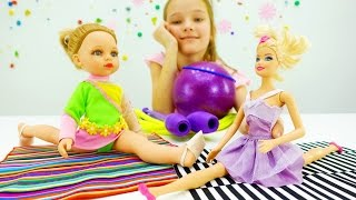 Детские игрушки и видео про куклы. #Барби и кукла Алина: художественная гимнастика на ютуб(Скорее смотри детское видео про куклы на #ютуб, где Кристина, Барби и кукла Алина будут играть в игры для..., 2016-11-21T09:13:36.000Z)