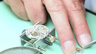 Démonter et remonter une montre de luxe Rolex Submariner - démonstration pratique