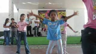 Wonder Girls: Nobody But You (kid dancing)