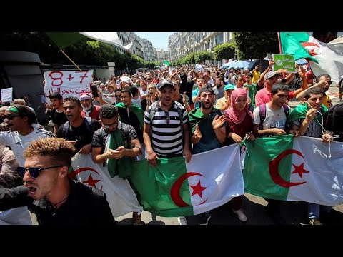 طلاب جزائريون يتظاهرون للأسبوع الـ26 والسلطات تطرد مسؤولا في منظمة -هيومن رايتس ووتش-…  - 18:54-2019 / 8 / 20