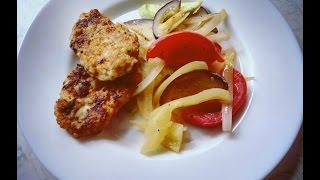 Котлеты из кальмара с теплым овощным салатом/ Cutlets squid with hot salad
