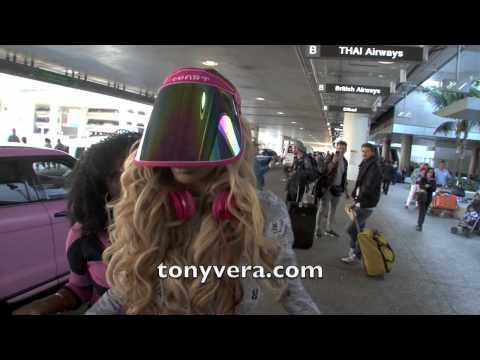 Nicki Minaj Look Alike at LAX