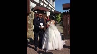 Жених и невеста выпускают голубей Шикарная армянская свадьба Кавказская свадьба Ереван
