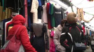 Рынок Лира: Лучшее место для покупок(Видеоролик о рынке Лира в Пятигорске - торговые ряды, покупатели, море хорошей одежды по доступным ценам., 2015-01-23T10:00:40.000Z)