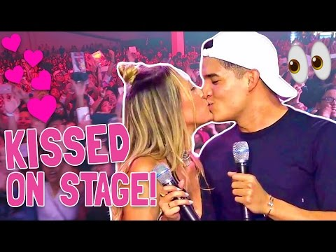 KISSING IN FRONT OF 10,000 PEOPLE (EPIC)