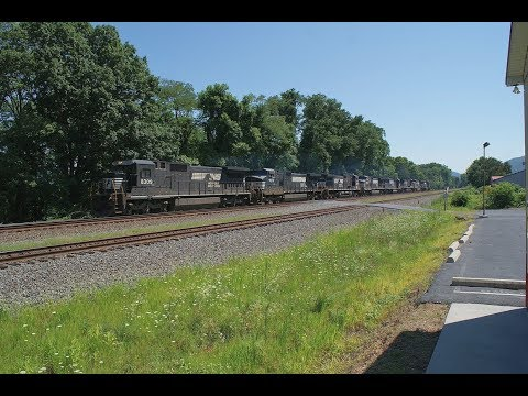 NS 961 8 unit Light Power Move WB on the NS Pittsburgh Line (2011)