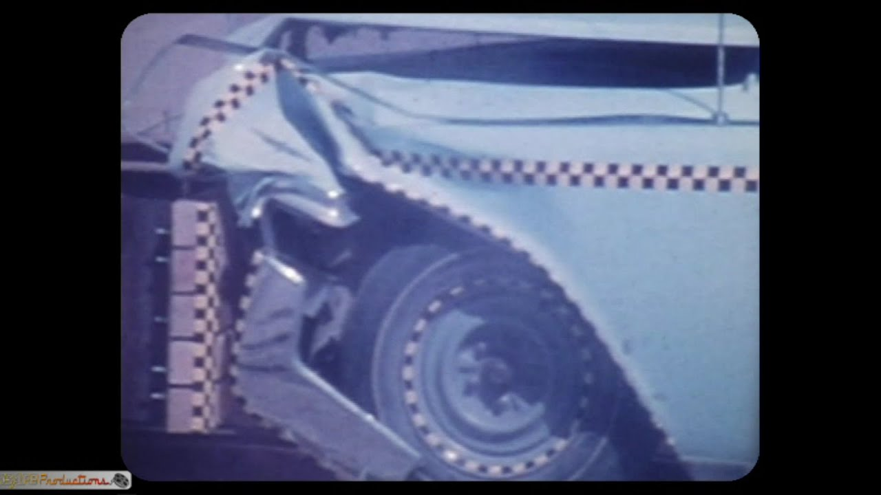 LINCOLN CONTINENTAL HEAD ON CRASH -- VINTAGE FOOTAGE - YouTube