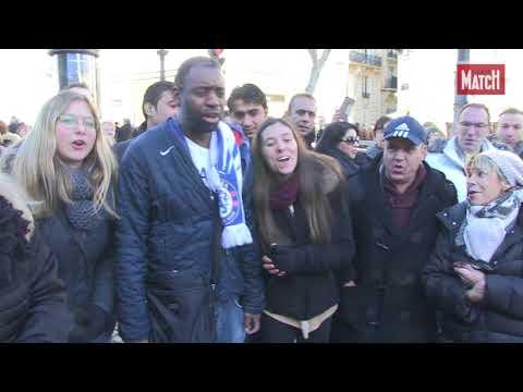 Johnny Hallyday, l'hommage des fans en chansons sur les Champs-Elysées